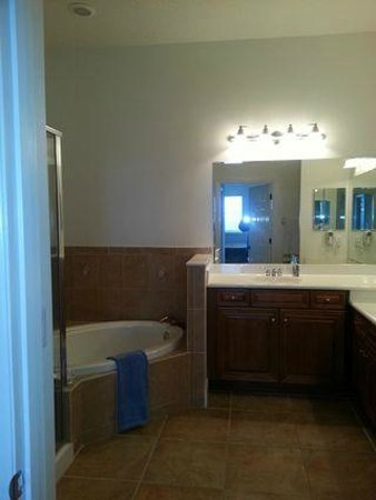 Cinnamon Beach at Ocean Hammock Beach Resort: Master Bathroom