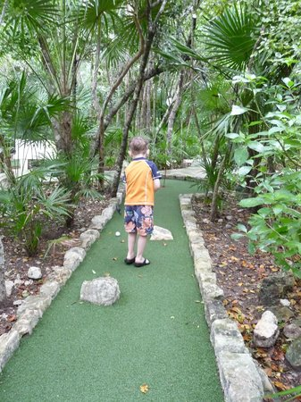 Barcelo Maya Palace : Mini Golf
