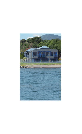 Clearwater Motor Lodge: Clearwater from lake