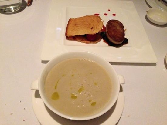 Amuz : pan seared foie grass and artichoke soup