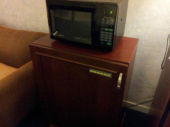 Quality Inn: Microvave in your room and Coffee pot