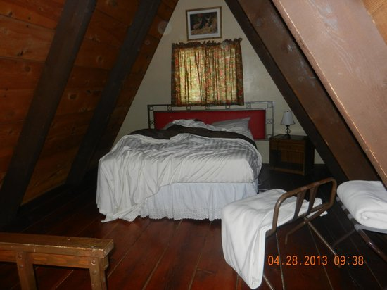Cabins on Strawberry Hill : Loft/2nd Bedroom-Queen Bed