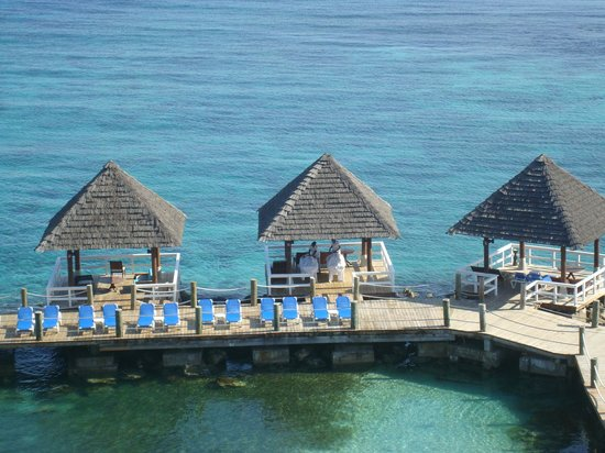 Sandals Ochi Beach Resort: Couple's massage on the pier