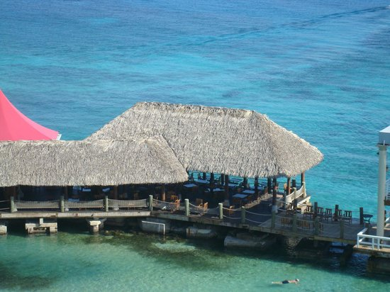 Sandals Ochi Beach Resort: Kelly's Dockside on the pier