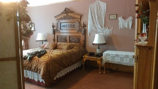 Ferris Mansion Bed and Breakfast: The Rose Room