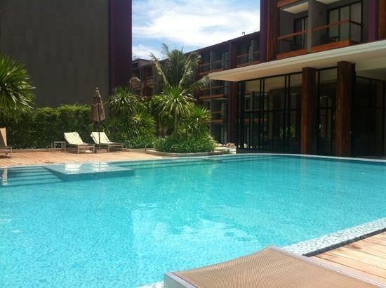 Holiday Inn Express Phuket Patong Beach Central: PISCINA E PERCORSO RELAX