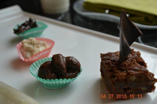 โรงแรมโมเวนพิค ฮานอย: tasty desserts given by the team