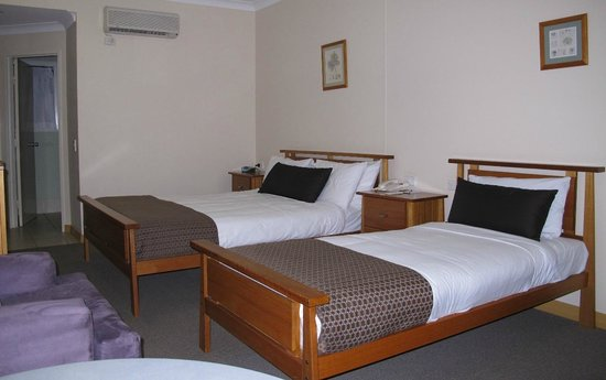 Eastgate on the Range : Room for three; double and single beds