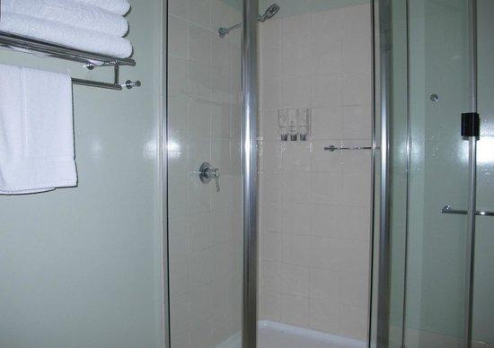 Eastgate on the Range: Spotless shower