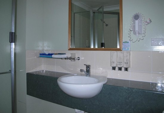Eastgate on the Range: Another view of the bathroom