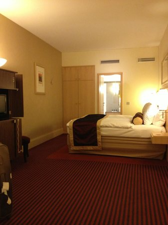 Hotel Mondial am Dom Cologne MGallery by Sofitel: nice gernerous upgraded room