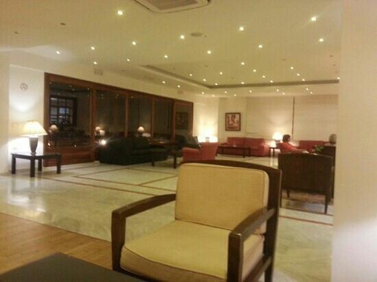 Miramare Resort & Spa : half of the stylish downstairs lounge area.