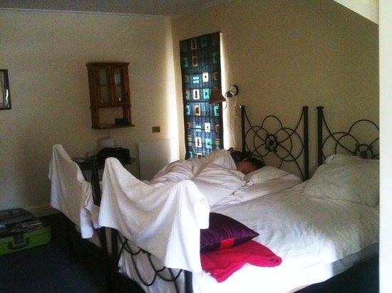 Wayside Inn: twin sharing room