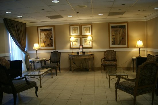 Comfort Inn Pentagon City: clean cozy lobby