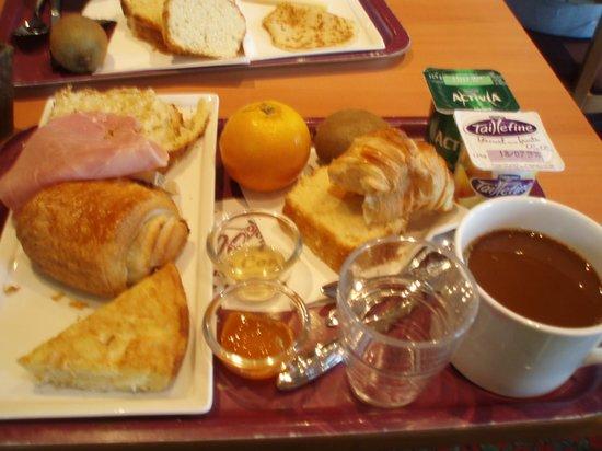 Ibis Paris 17 Clichy-Batignolles: 朝ごはんはカロリーたっぷり。