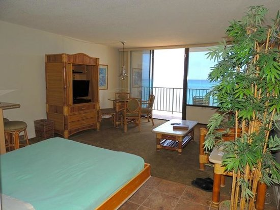 Kahana Beach Resort: Large Studio with Great View
