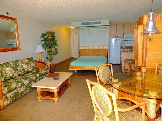 Kahana Beach Resort: Studio Room with Murphy Bed
