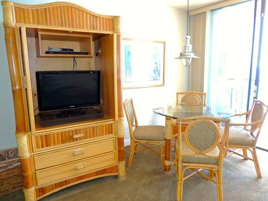 Kahana Beach Resort: Flat-screen TV & DVD player
