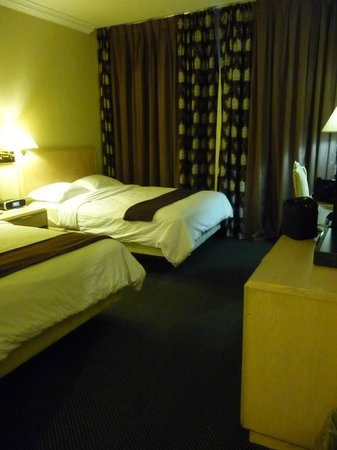 Garden Suites Hotel & Resort: Room is small but clean and tidy