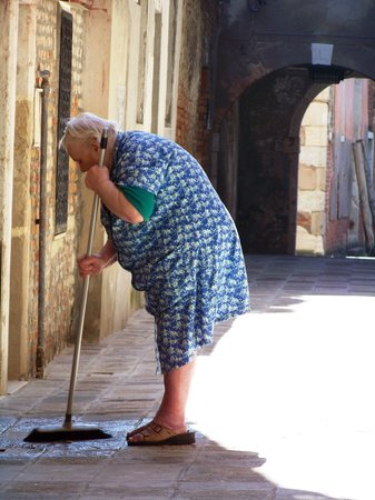 Chiesa di San Giacomo dell'Orio: la vie s'écoule paisiblement