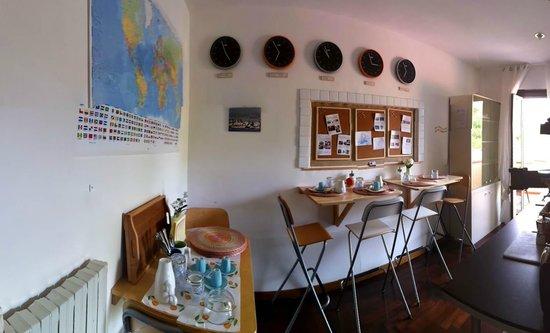 B&B Villa Carolina : Lo spazio per fare colazione è piccolo, ma razionale. E poi c'è il terrazzo!