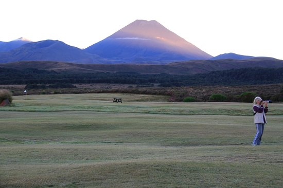 Chateau Tongariro Hotel: Mt Ngauruhoe early morning
