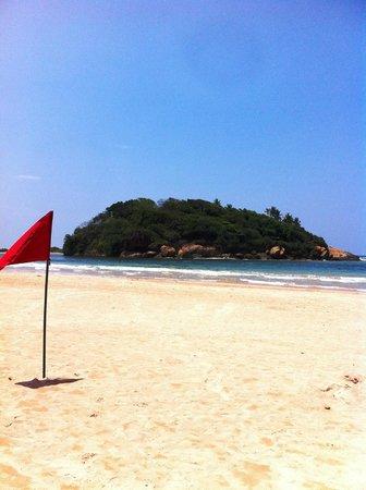 Eden Resort & Spa: The beach outside Eden Resort