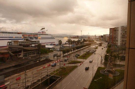 Hotel Bahia Santander: Une des 3 vues depuis la chambre sur la baie