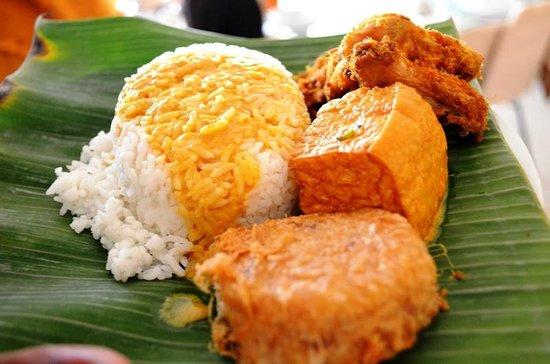 Restaurant Garuda: plated, note the coconut milk laden curries