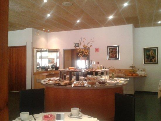 Hotel Port-Bo: Buffet breakfast