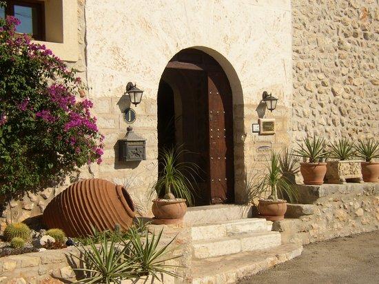 Can Furios Hotel: Entrance