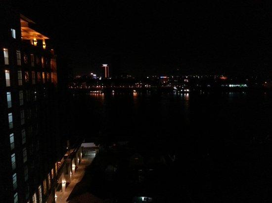 Bellevue Serviced Apartments: Aussicht auf Phnom Penh bei Nacht