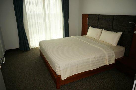 Bellevue Serviced Apartments: Das Schlafzimmer mit bequemem Bett