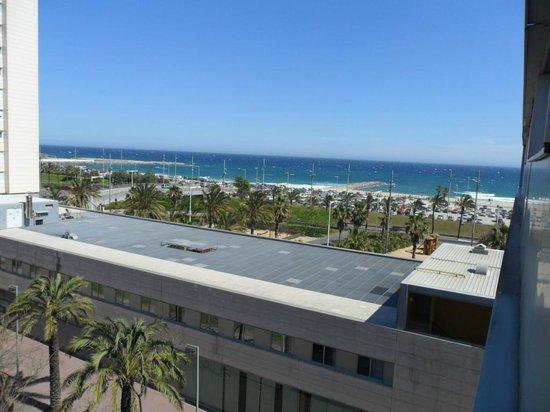 Hotel Front Maritim: udsigt fra værelset - mellem strand og hotel ligger stor vej