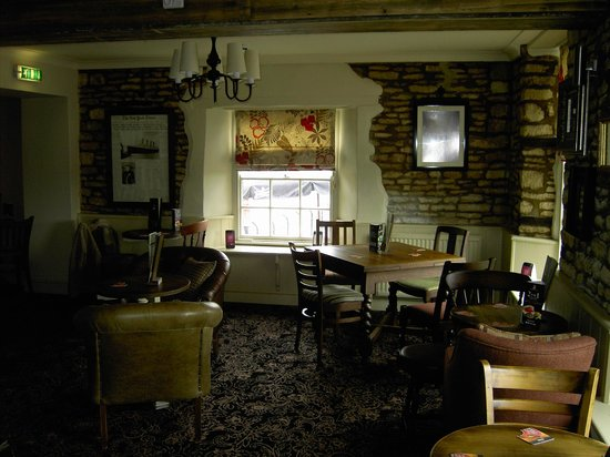 Sturdy's Castle Country Inn: Snug bar