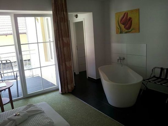 Parkhotel Reibener-Hof: Die Badewanne im Zimmer