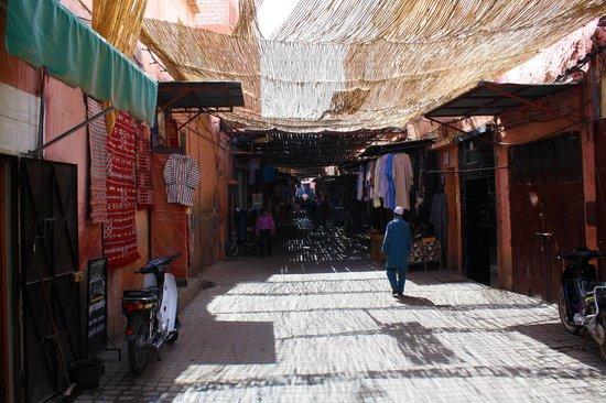 Dar Soukaina: La rue avoisinante du Riad