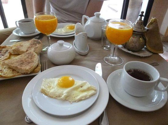 Dar Soukaina: Le copieux petit-déjeuné