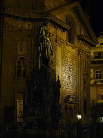 Castle Residence Praha: Памятник Карлу IV в Праге