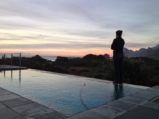 Moonstruck on Pringle Bay Guesthouse : Infinity pool at susnet
