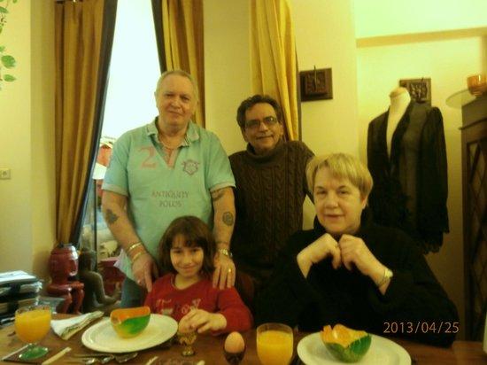 Suite 259: Peter, Aziz, Sabine et moi