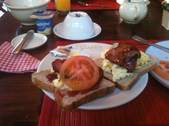 The Stables Lodge: breakfast