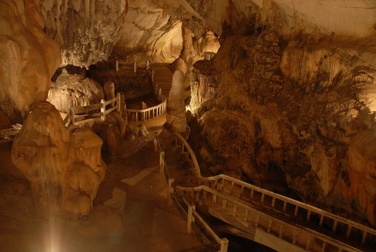 Tham Chang Cave: Well lit