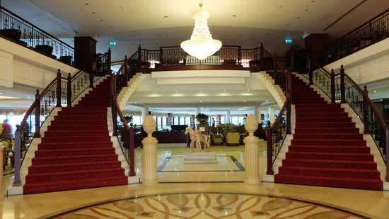 Excelsior Grand Hotel: Lobby entrance
