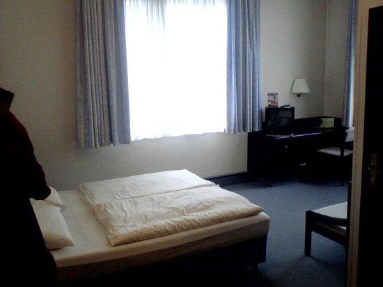 Mainzer Hof Hotel: Eckzimmer mit Blick auf den Rhein