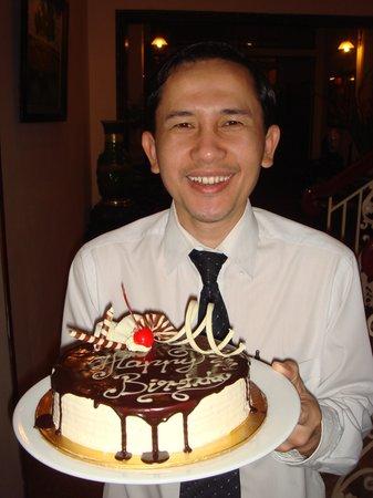 Hong Ngoc Tonkin Hotel : Service - an unexpected birthday cake