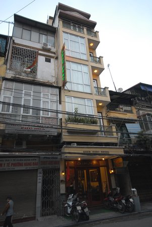 Hong Ngoc Tonkin Hotel : View from the street