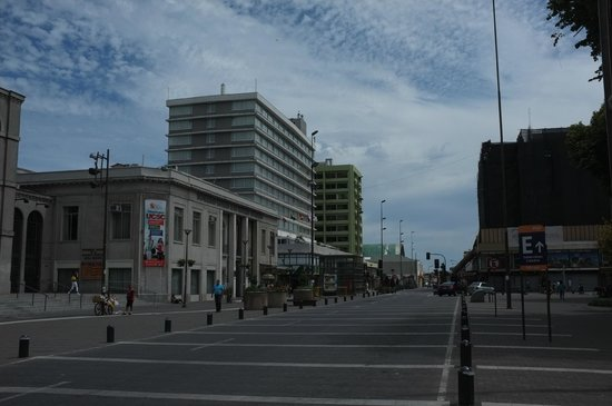 El Araucano: L'hotel visto dalla piazza.