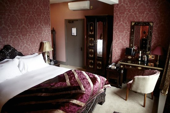 The Pembroke Arms Hotel: King's Bedchamber - Luxury Room