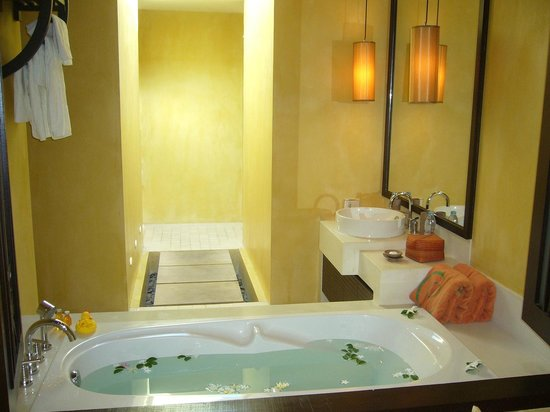 New Star Beach Resort: the best bathroom ever :) large and very cleaaaaaan !